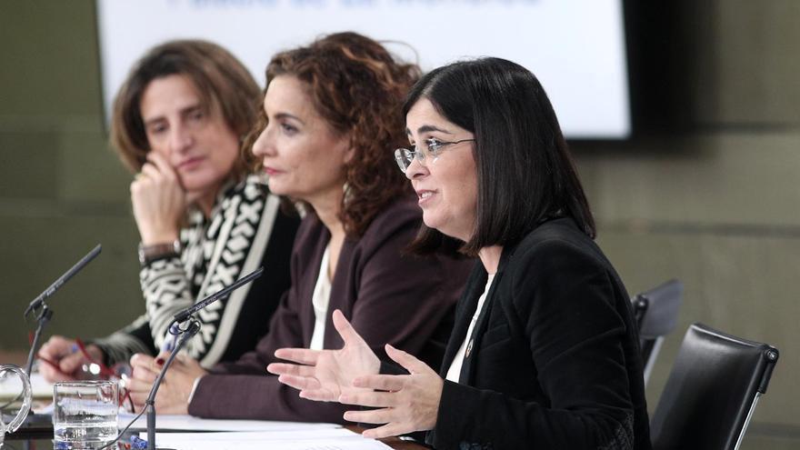 La vicepresidenta de Transición Ecológica, Teresa Ribera, la ministra de Hacienda, María Jesús Montero, y la ministra de Política Territorial, Carolina Darias