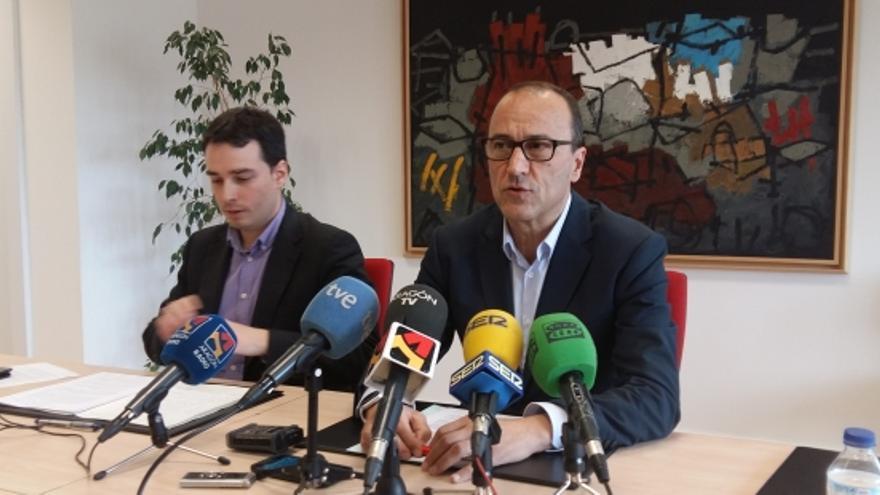 El director general de Planificación y Formación Profesional, Ricardo Almalé y el secretario general técnico del Departamento, Felipe Faci.