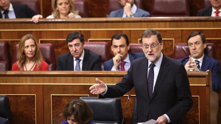 """Rajoy recalca a Compromís que en """"absoluto"""" se plantea dimitir porque tiene 137 diputados y la """"obligación"""" de gobernar"""