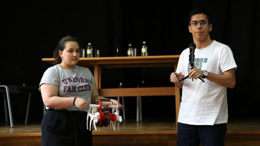 Estudiantes del IES de Brión presentan su proyecto de robótica premiado