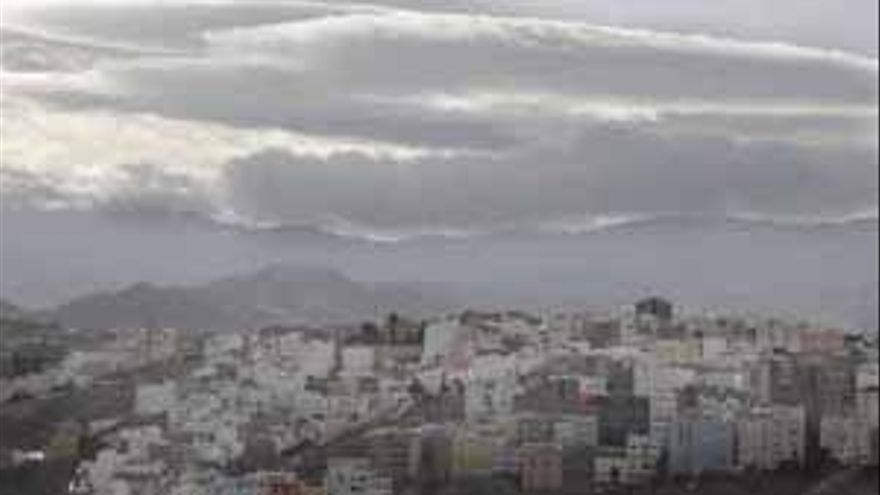 Cielos nubosos con posibilidad de alguna lluvia débil