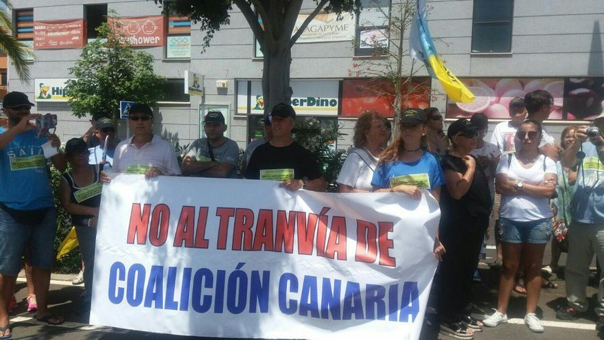 Los vecinos de La Gallega se manifiestan contra la ampliación de la línea 2 del tranvía
