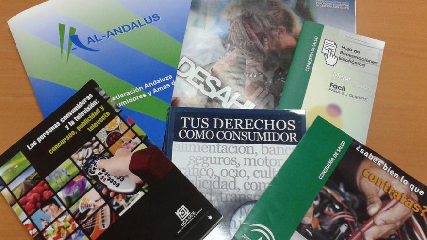 Folletos y publicaciones sobre consumo en Andalucía.