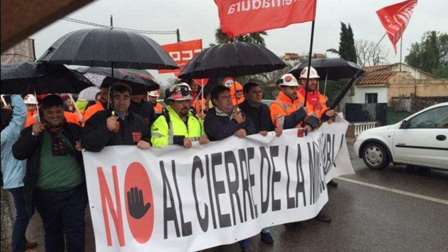 La marcha se ha dirigido a las puertas de la Delegación del Gobierno en Extremadura / Twitter @psoeex