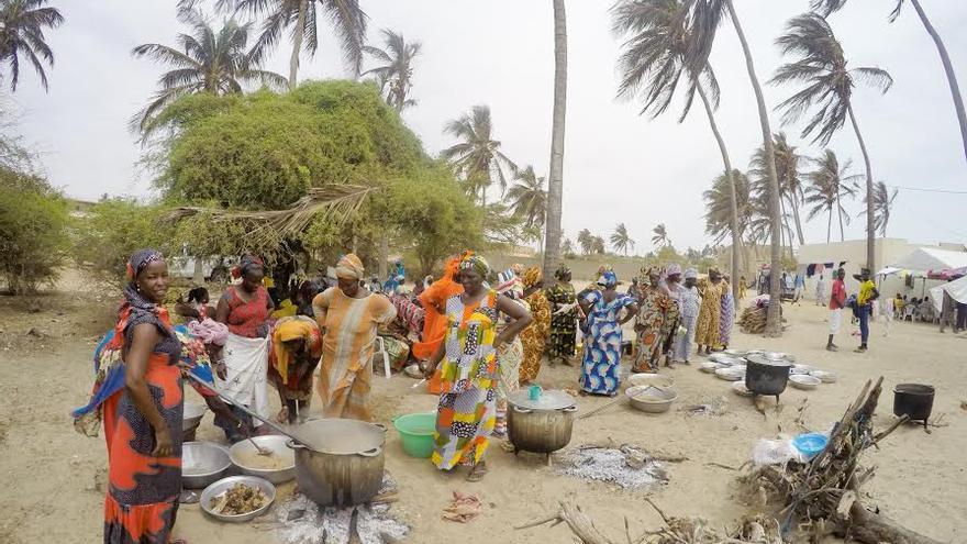 Un grupo de mujeres en Gandiol // Hahatay