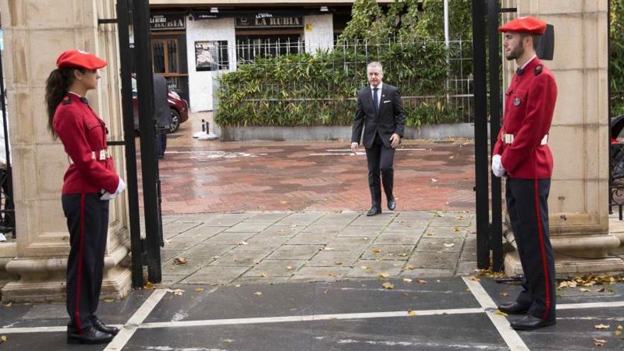 El Parlamento Vasco recuerda a todas las víctimas con la ausencia del PP