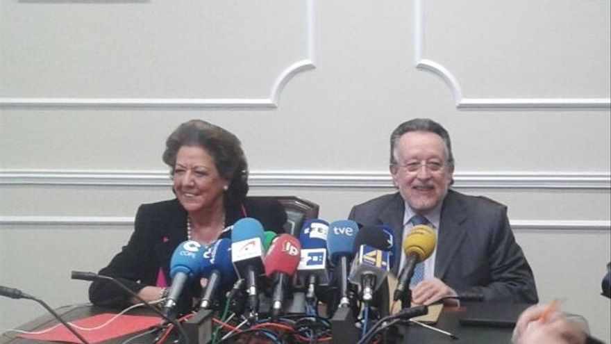 """Grau dice que se va """"por una acusación política"""" y defiende su """"dignidad, transparencia y honradez"""""""