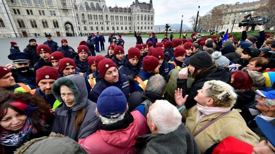 Manifestación celebrada este sábado frente al Parlamento de Budapest en protesta por la reforma laboral.