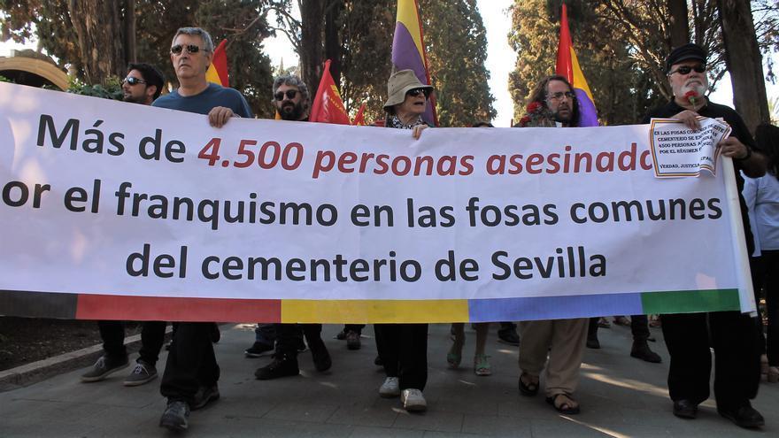 En las fosas de la capital de Andalucía hay más de 4.500 asesinados por el terrorismo de Franco. | JUAN MIGUEL BAQUERO