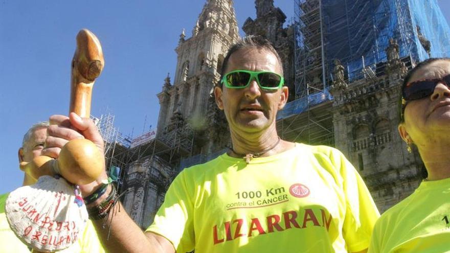 Juan Pedro Orellana llega al Obradoiro tras 28 maratones contra el cáncer