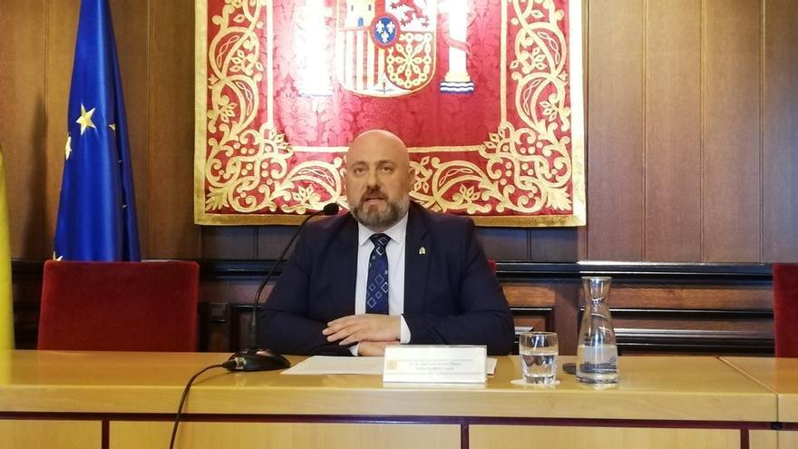 """Arasti asegura que """"ningún guardia civil va a tener que abandonar Navarra"""" con la transferencia de tráfico"""