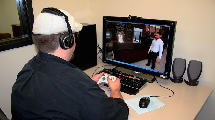 Por incomodidad y elevado precio muchos proyectos de realidad virtual no utilizan gafas ni cascos