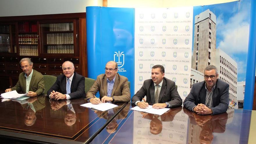 En la imagen, acto de firma de convenio Cabildo-Ayuntamiento.
