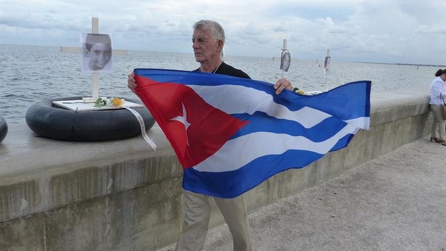 El exilio cubano rinde tributo a las víctimas de un remolcador hundido en Cuba en 1994