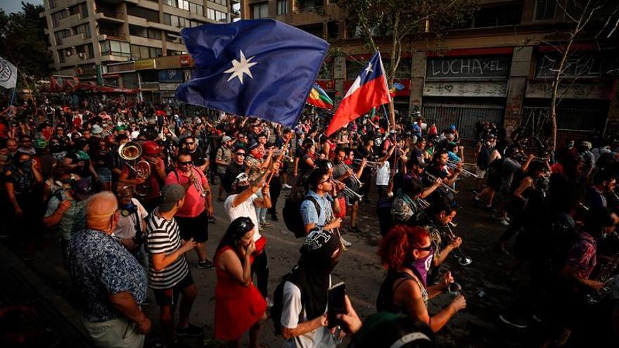 El Banco Santander considera que este año la actividad económica en Chile estará fuertemente condicionada a la evolución del proceso político interno que desató las protestas sociales contra la desigualdad.