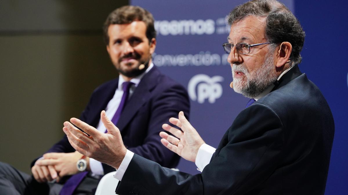 El líder del PP, Pablo Casado, y el expresidente Rajoy, intervienen en la Convención Nacional del PP celebrada en Santiago de Compostela, a 27 de septiembre de 2021, en Santiago de Compostela, Galicia, (España).