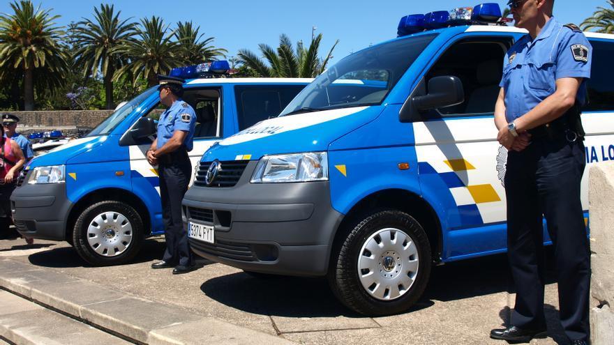 Dos agentes de la Policía Local de Santa Cruz de Tenerife.