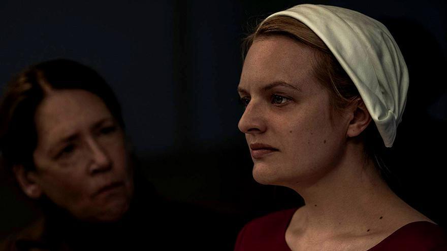Elisabeth Moss y Ann Dowd en 'El cuento de la criada'