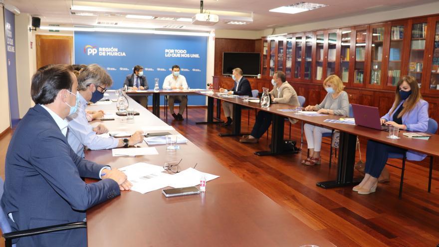 Comité de dirección del PPRM presidido por Fernando López Miras
