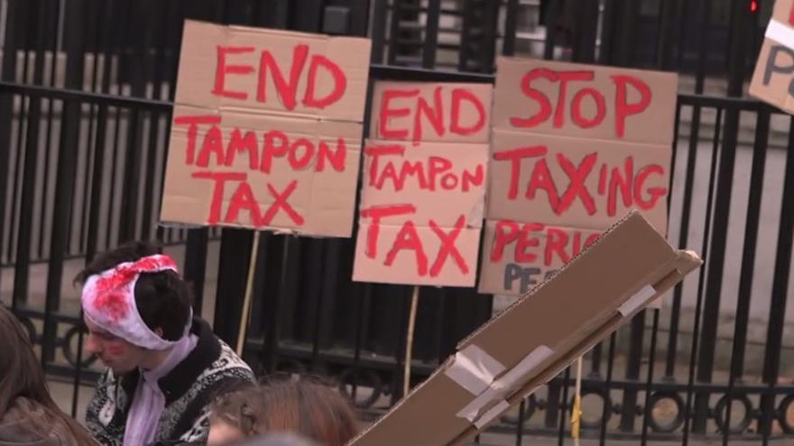 Captura del vídeo sobre la protesta frente a Downing Street contra la 'tampon tax'. Vímeo Rebecca Coxon