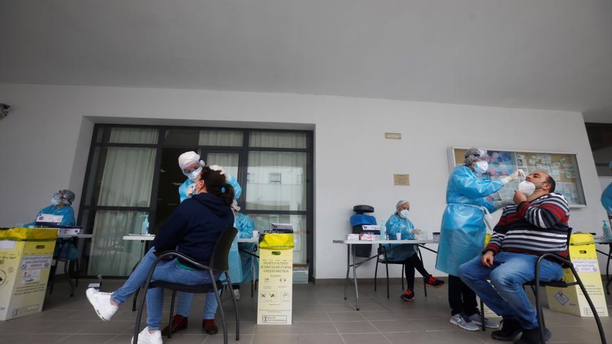 Andalucía registra 1.352 nuevos casos de covid y 87 muertes