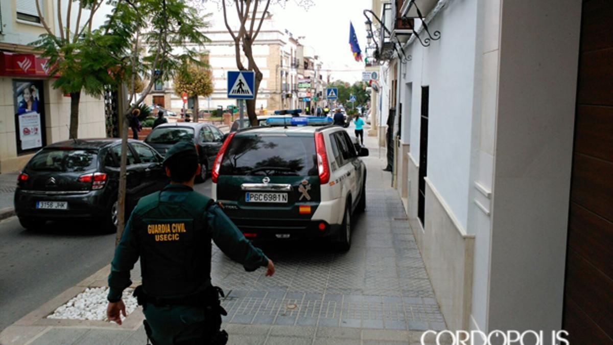 Agentes de la Guardia Civil en Montalbán durante el tiroteo