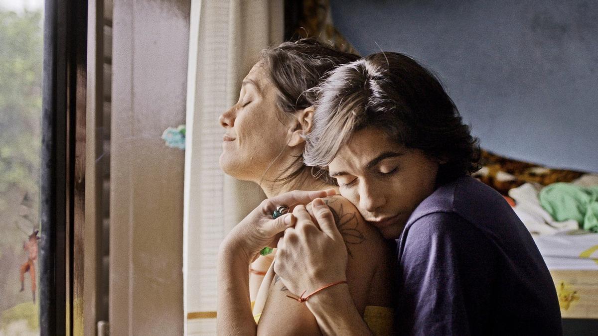"""""""Las Mil y una"""" cuenta un despertar sexual, la amistad y las relaciones en uno de los barrios más grandes de Corrientes"""