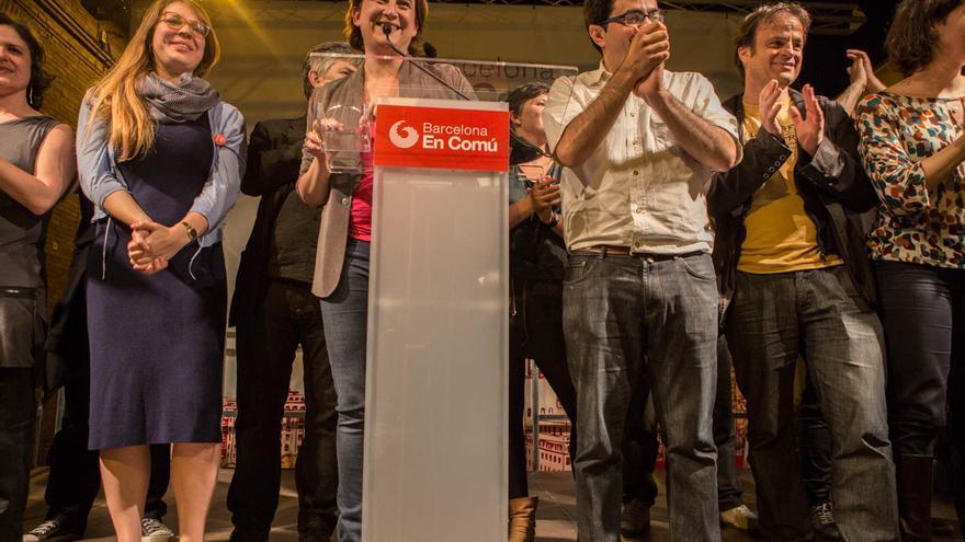 Janet Sanz, Ada Colau, Gerardo Pisarello y Jaume Asens celebrando la victoria de Barcelona en Comú. / ENRIC CATALÀ