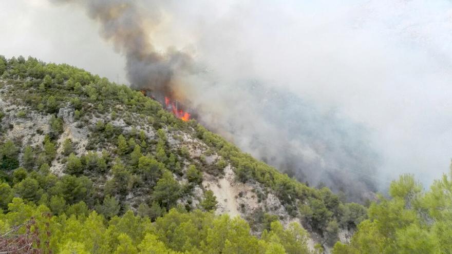 El fuego declarado en Guadalest