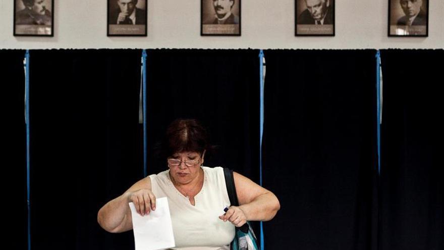 Abren 18.000 centros de votación para las elecciones legislativas de Rumanía