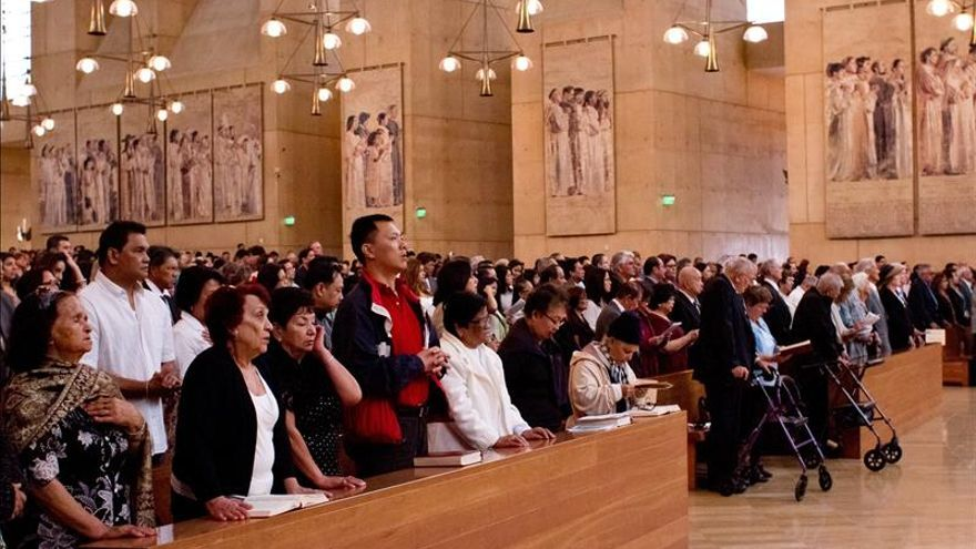 Centenares de parejas celebran el Día Mundial del Matrimonio en Los Ángeles