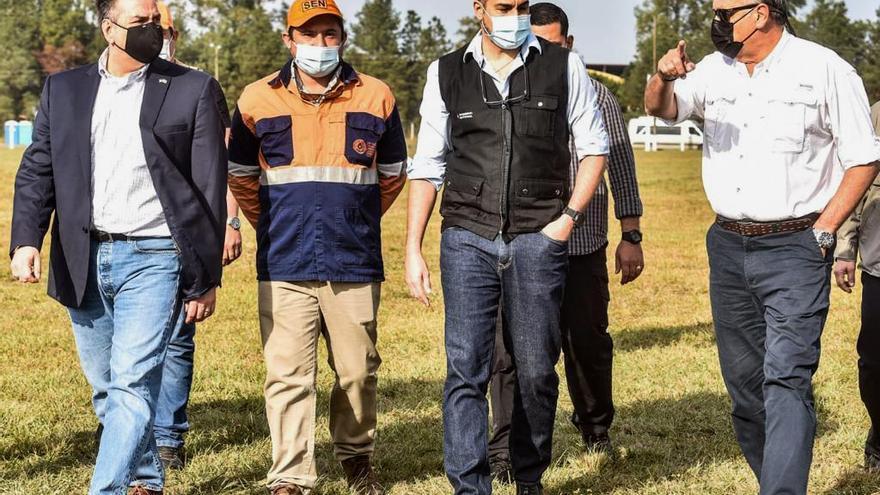 El presidente de Paraguay visita el megavacunatorio en el tercer día de funcionamiento