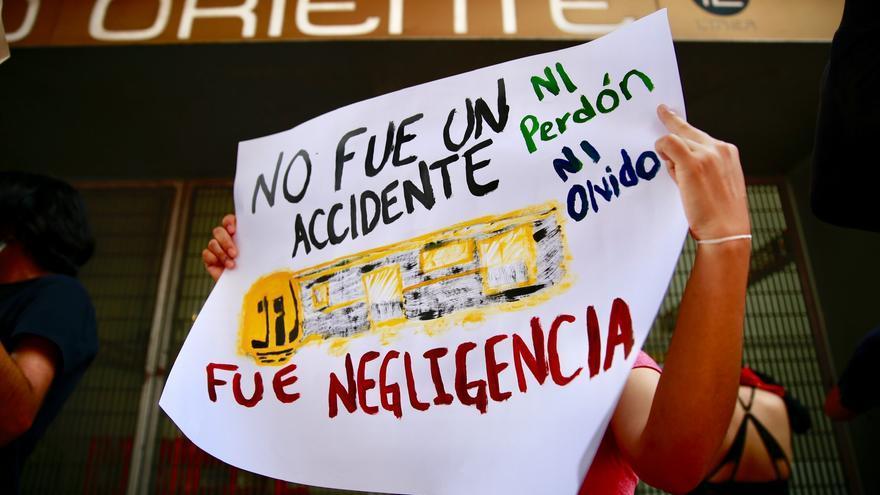 Familias exigen justicia al identificar los muertos en el metro de México