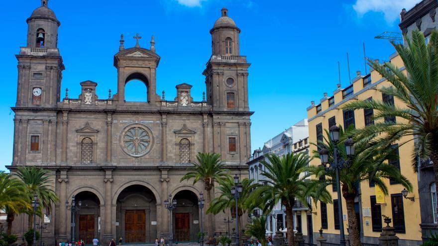 Fachada neoclásica de la Catedral de Santa Ana.