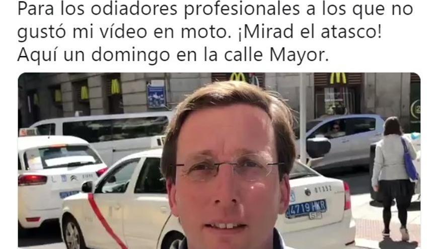 Tuit de Sánchez Almeida sobre los atascos