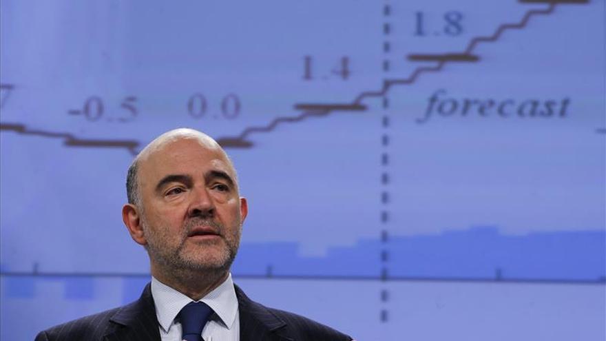 La CE reitera que no contempla la salida de Grecia del euro y mira al 11 de mayo