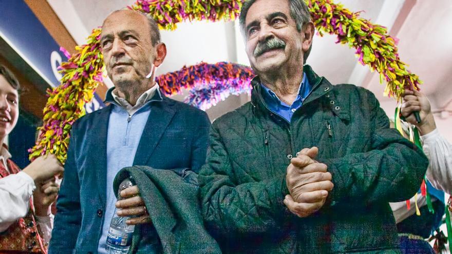 Francisco Javier López Marcano y Miguel Ángel Revilla entrando en La Lechera.   PRC