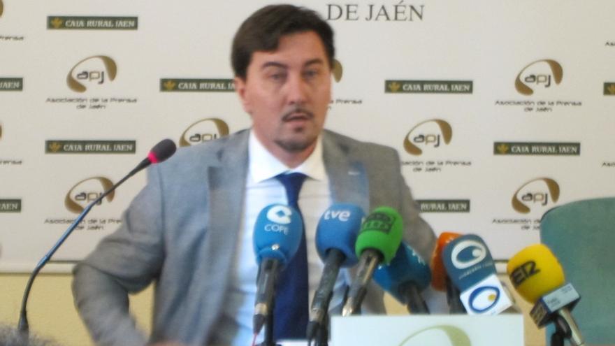 """Cristóbal Pérez dimite como edil de La Carolina y deja el PP para """"no perjudicar"""" al pueblo y al partido"""