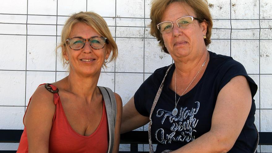 Isabel García y María Nieves Ortiz, nietas de José Ortiz.   JUAN MIGUEL BAQUERO