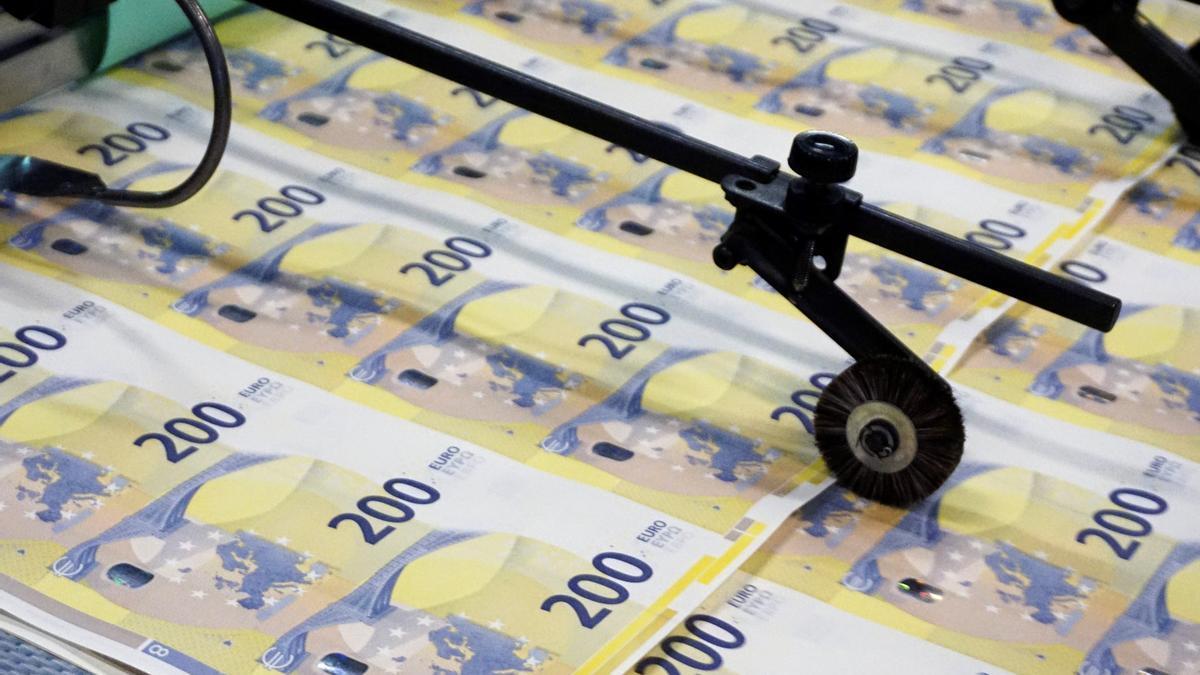 Billetes de 200 euros en la imprenta del banco central de Italia.