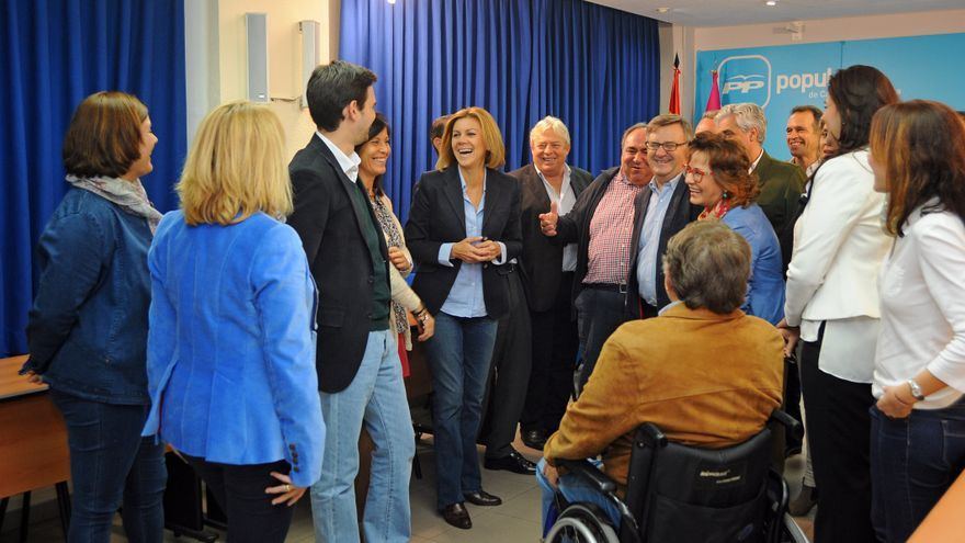 María Dolores de Cospedal con miembros de la candidatura del PP por Toledo