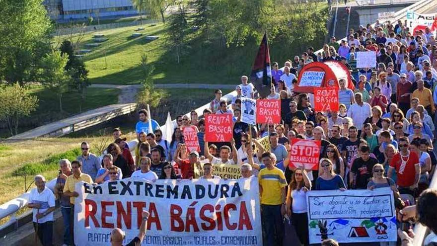 Manifestación en Mérida en defensa de la Renta Básica / Acampada Dignidad