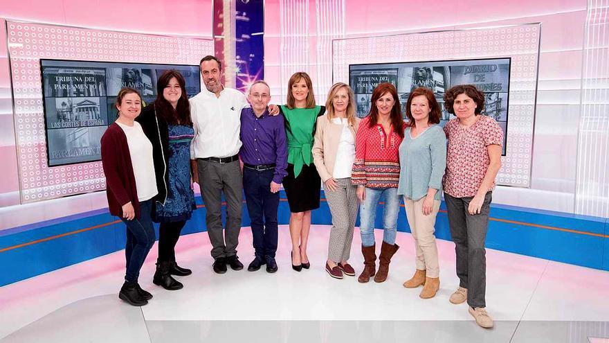 Begoña Alegría junto al equipo de Parlamento de RTVE