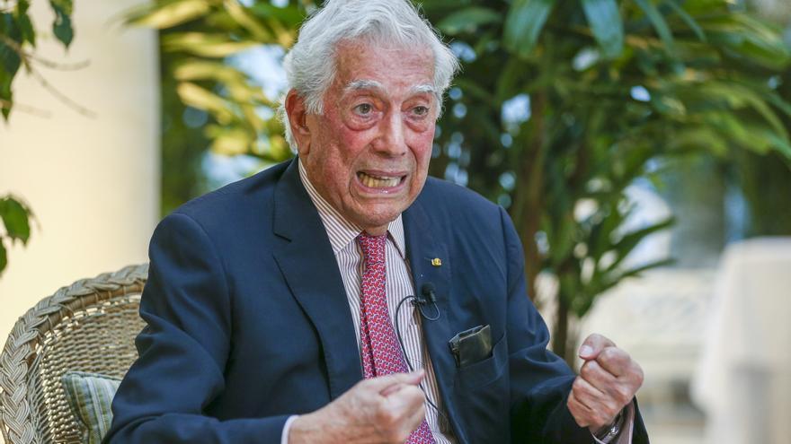 Fotografía de archivo del literato hispano-peruano Mario Vargas Llosa. EFE/José Jácome