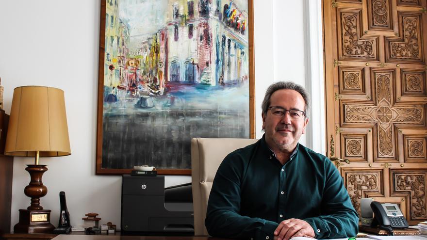 Francisco Guarido (IU) en su despacho en la Alcaldía del Ayuntamiento de Zamora.