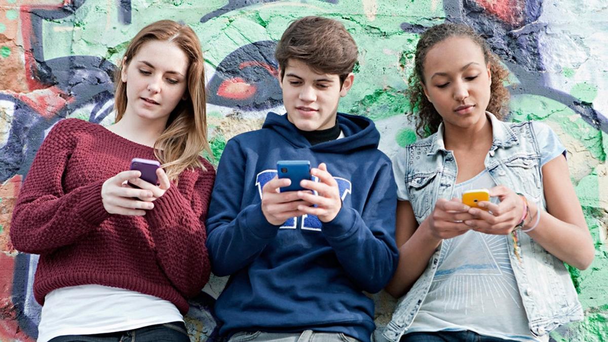 4 de cada 10 jóvenes afirmó haber recibido comentarios negativos o agresivos en redes sociales.