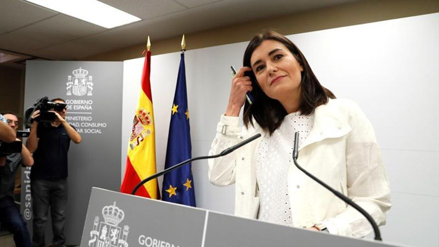 La ministra de Sanidad, Carmen Montón, al salir a explicar su máster en la URJC.