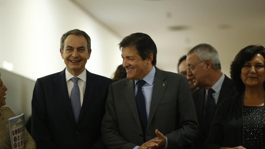 """Zapatero pide respetar los tiempos en el PSOE y a la Gestora y declara su """"optimismo irrenunciable"""""""