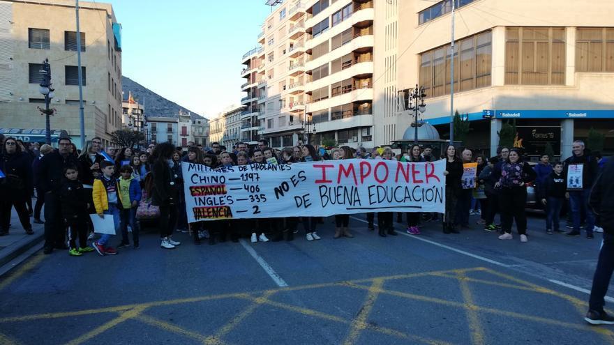 Concentración en Orihuela contra la enseñanza en valenciano.
