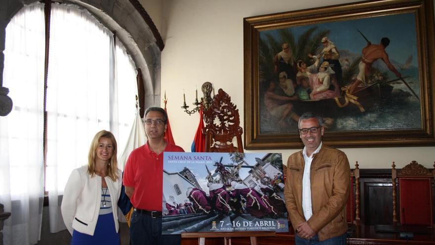 José Antonio Fernández Arozena (c), en la presentación del cartel, con Virginia Espinosa y Sergio Matos.